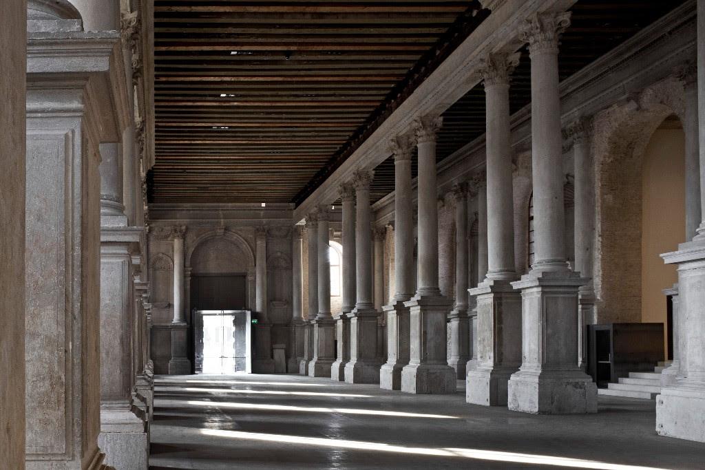 Misericordia di Venezia hallway