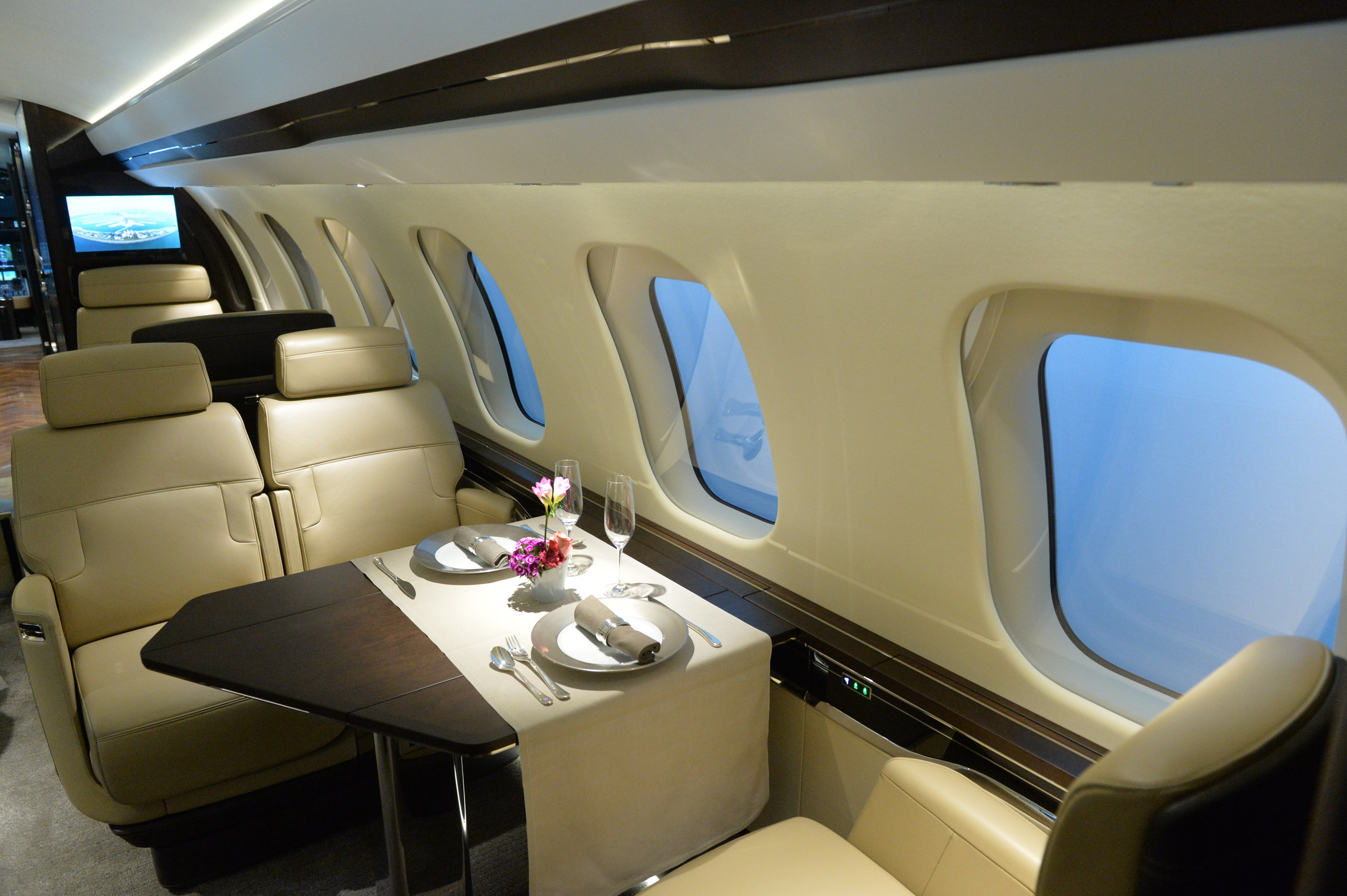 Global 7000 Dining Table