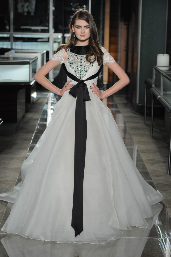 REEM ACRA TIFFANY & CO. 2018 COLLECTION BRIDAL BLACK AND WHITE WEDDING GOWN BEAUTIFUL