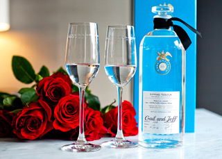 CASA DRAGONES TEQUILA VALENTINE'S DAY ROSES