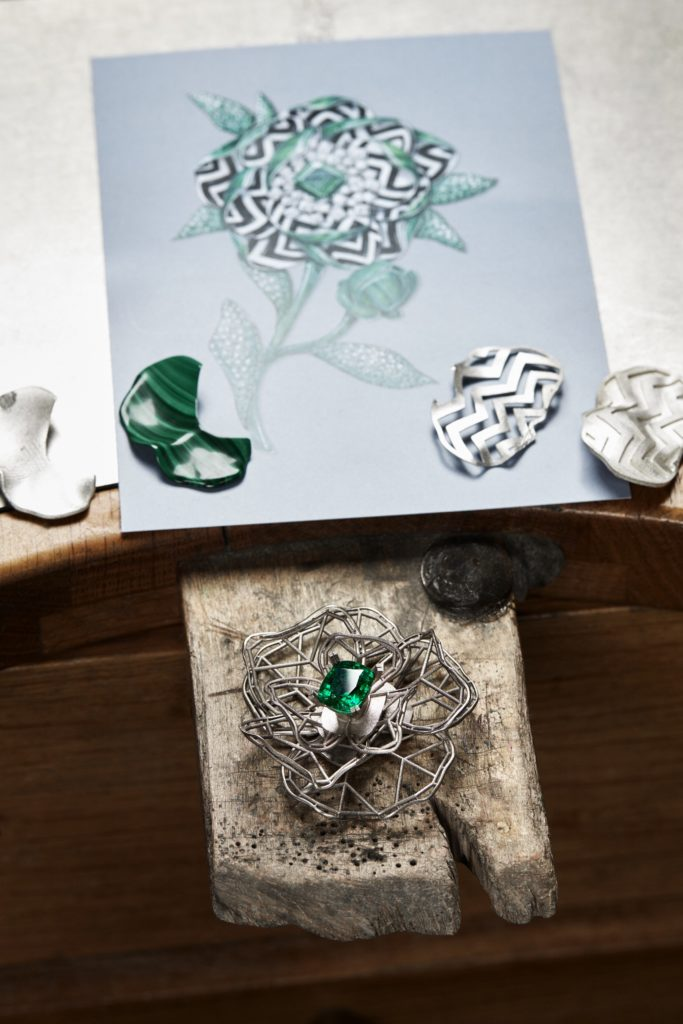 BOUCHERON: Nature Triomphante 2018 Collection - 5.65 ct Cushion Emerald Of Colombia Of The Fleur Graphique Necklace.